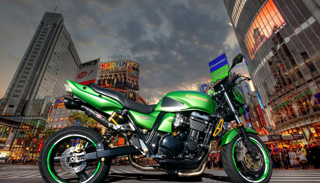 ZRX1100 In downtown Tokyo, Japan